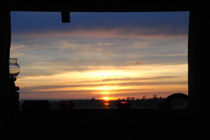 Vue du soir à la fenêtre