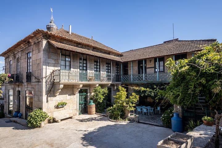 Magnífica casa rústica com piscina em Valpaços