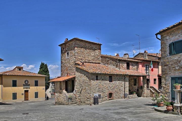 CASA DI VIGNOLO - Medieval Tuscan House