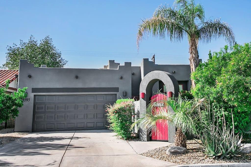 La Quinta Desert Retreat: Santa Fe Style with contemporary finishes