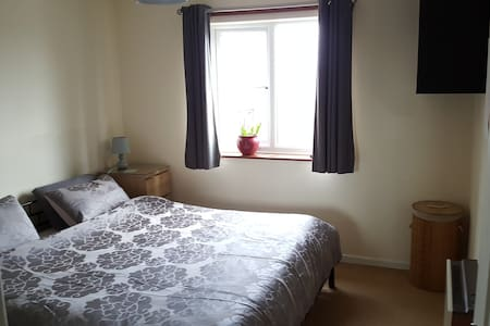 Two bedroom flat close to town and railway station