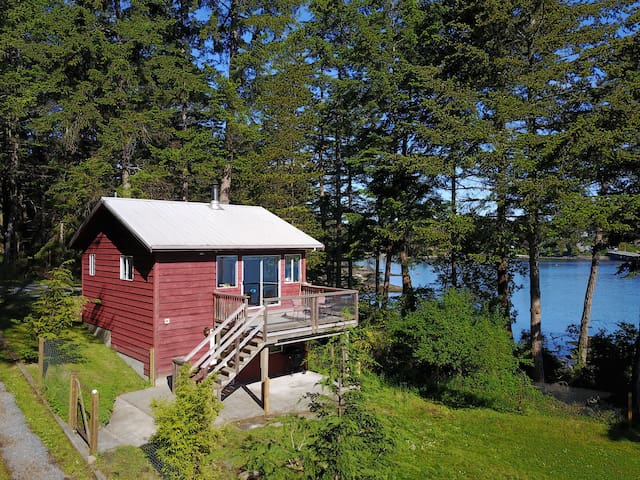 Bellhouse Seaside Cottage - Waterfront Galiano