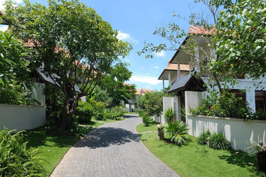 Green and peaceful hamlet in the villa resort