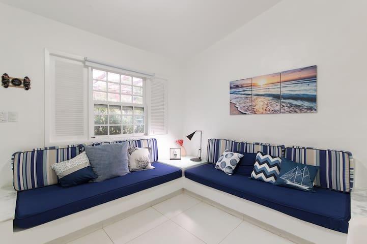Sala de estar ampla e arejada