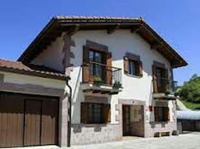 Preciosa y confortable casa rural en Lantz - Lanz - Dům