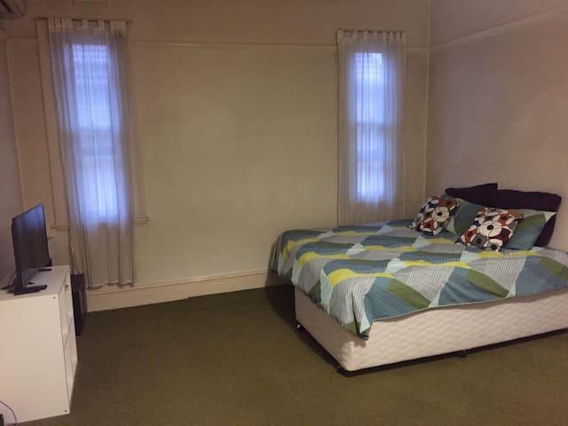 Studio apartment - Stanmore - Apartment