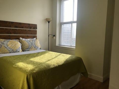 Budget Friendly 2 Bedroom with Modem Wifi Downtown