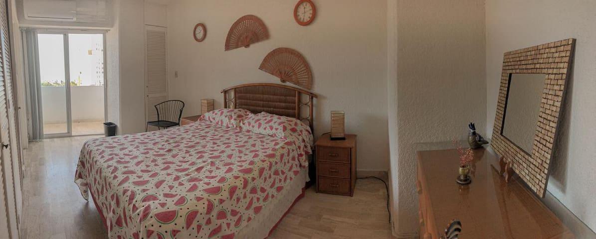 Recámara 2 / Room 2 / Chambre 2