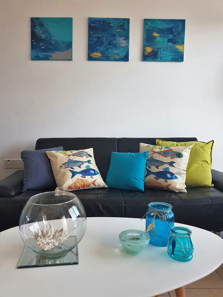 Lovely townhouse with private roof terrace & pool