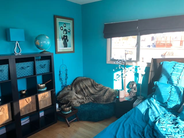 beautiful room + private bathroom in the mission