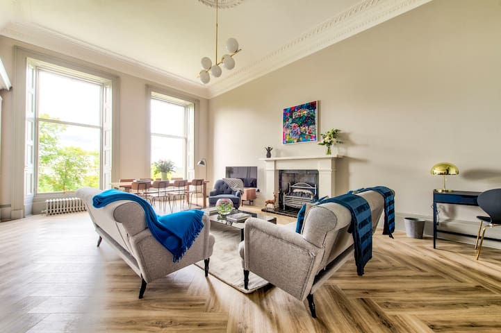 Ainslie Place: Luxury Apt in Heart of the City