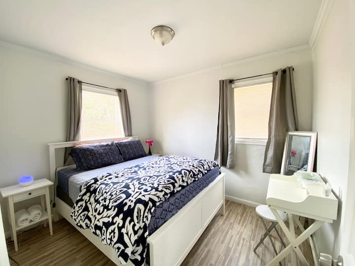 Cozy room near beaches and airport