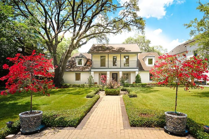 Houston Beautiful Home in a Great Central Location