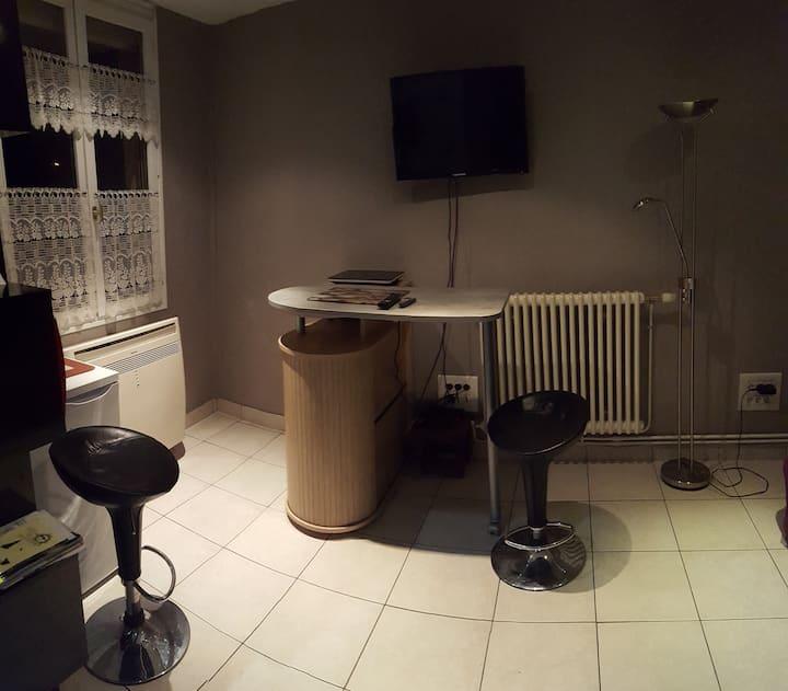 """Studio """"Les  Hirondelles""""  1 à 2 personnes"""