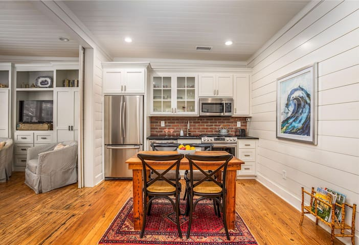 Live Like a Local in this Charming 1 bedroom Historic Home!