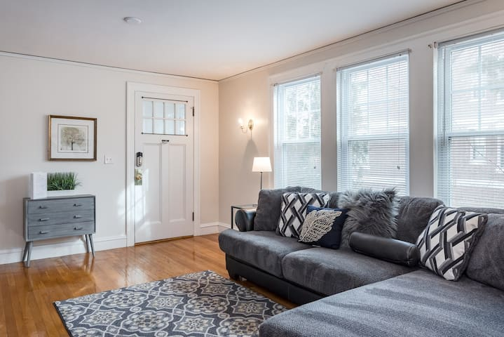 (65-1) Spacious home! 15 Min from Boston!