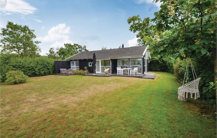 Holiday cottage with 2 bedrooms on 72m² in Ebeltoft