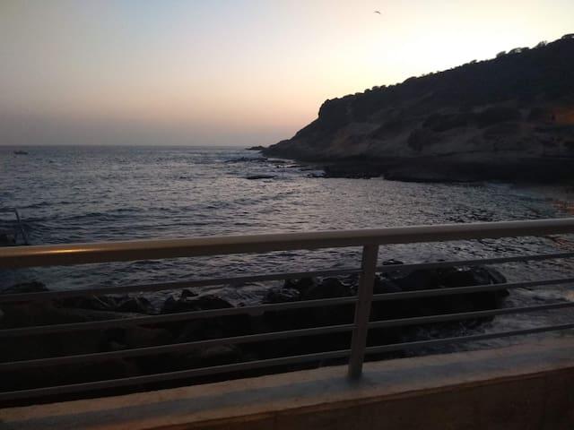 La Cuevita. Casa junto al mar en La Caleta