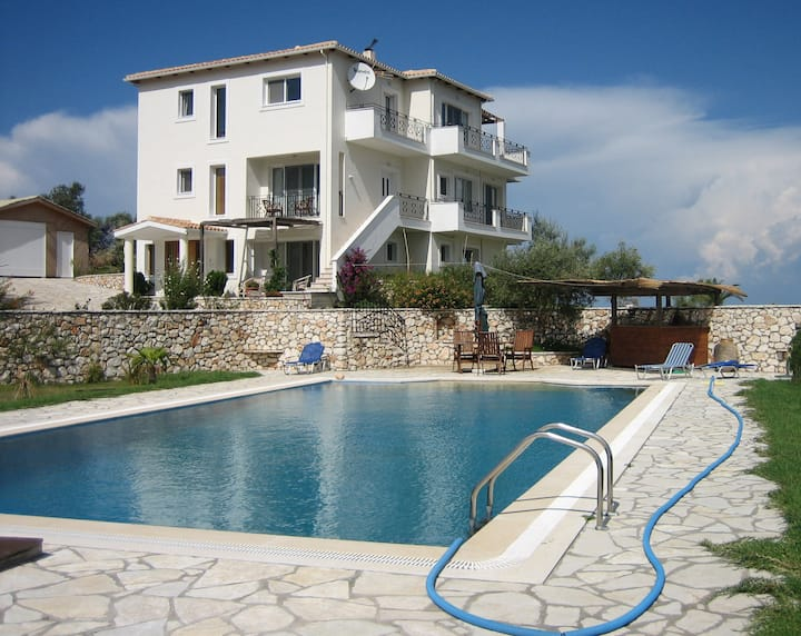 Villa Spatharies - Amazing Views, Private Pool