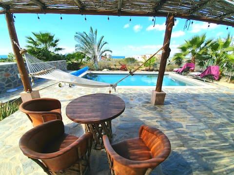 Casa Buena Vista. Villa con vista al mar con piscina propia