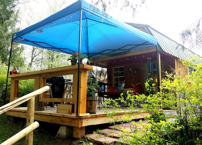 Montana Cabin Right on The Kootenai River *5 Star*