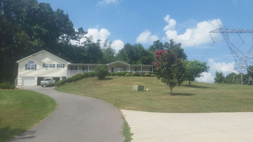 FRYEBURG 2BR, POOL & HOTTUB - Knoxville - Casa