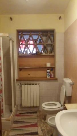 2 camere con 1 bagno 70 euro 6 posti letto