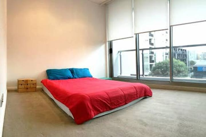 Neat Double Room in Modern and Spacious Apartment