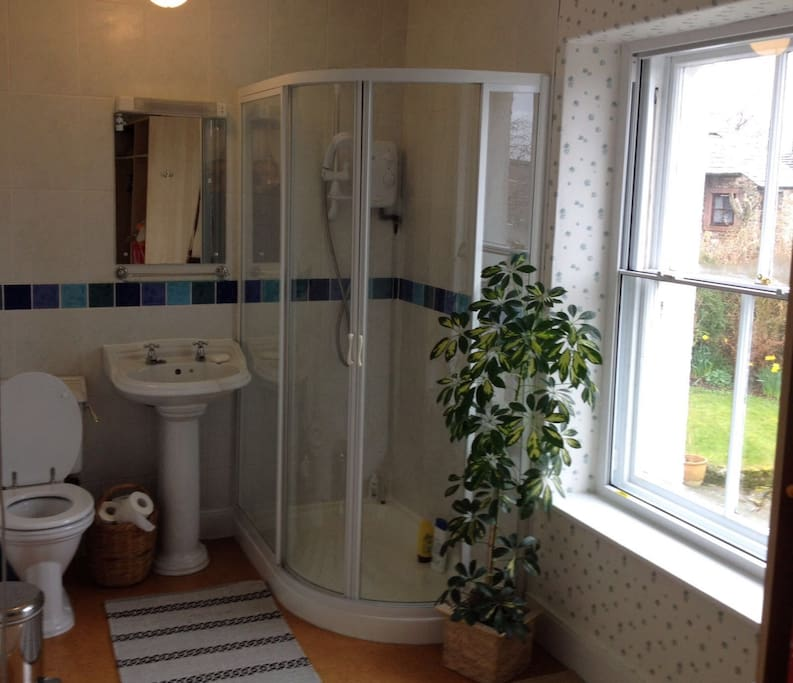En-suite shower room-recently renovated