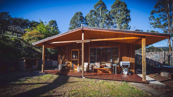 """""""Myrtle Cabin"""" Off the grid , self contained cabin"""