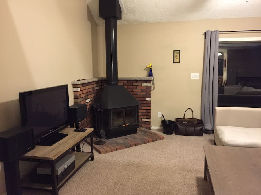 Fireplace and entertainment with Bose speakers