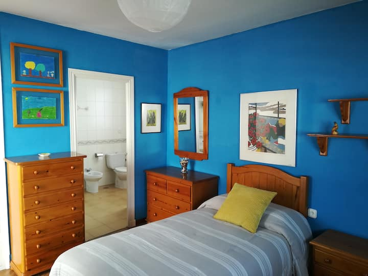Independent Center Room+Private bathroom+Terrace
