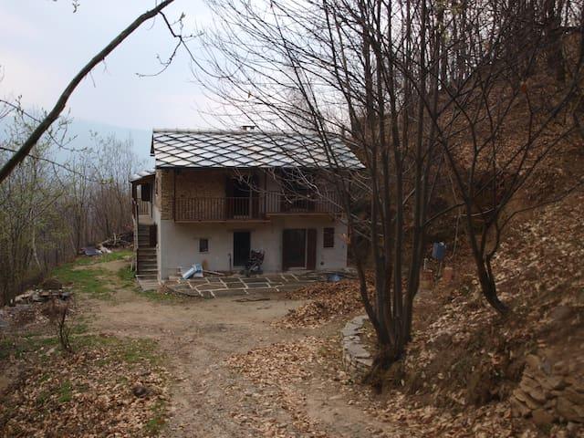 Casa indipendente nel bosco - Barge - House
