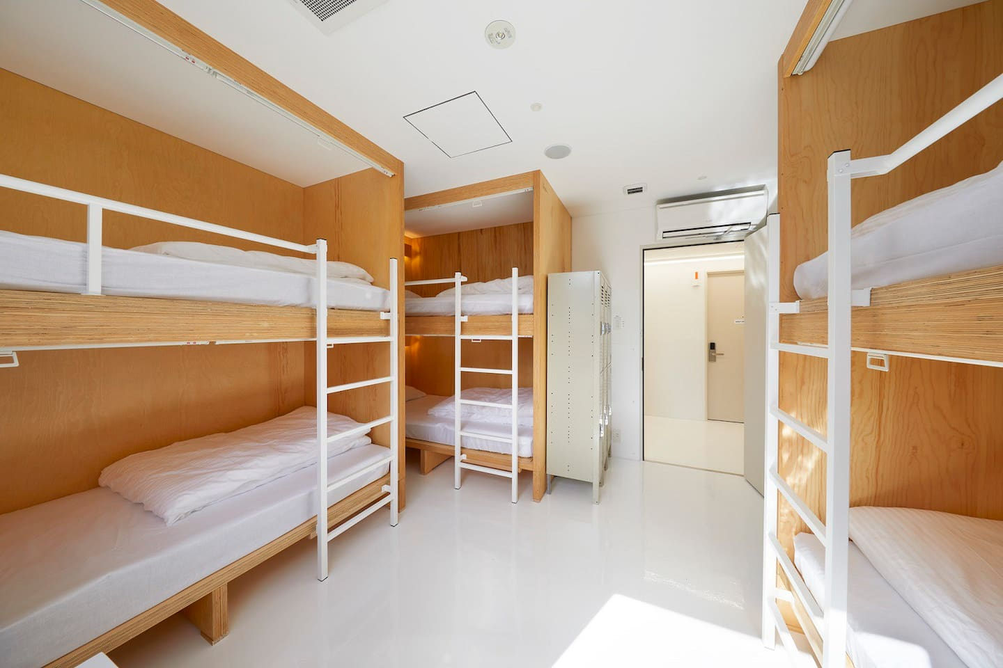 6-bed dormitory room