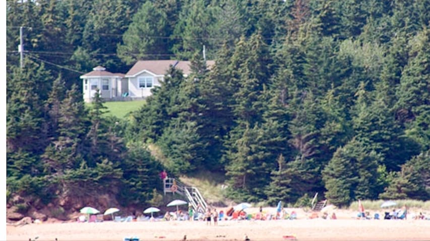 Sandy's Beachfront Cottage   Prince edward island