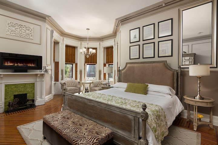 Belle Fonte Room - Reynolds Mansion