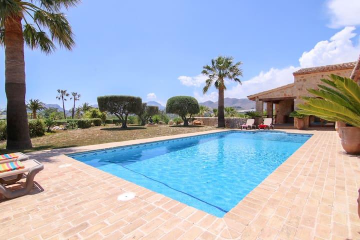 Villa South Breeze, Spacious Villa with Private Pool