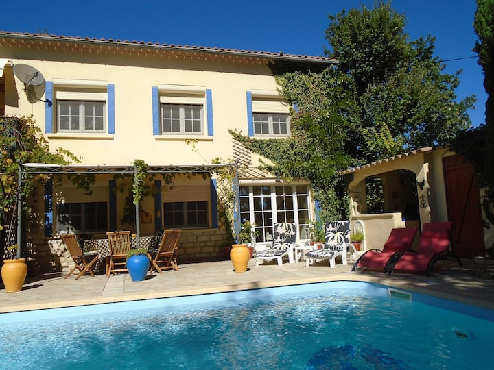 Pretty Provencal apartment with large PRIVATE pool
