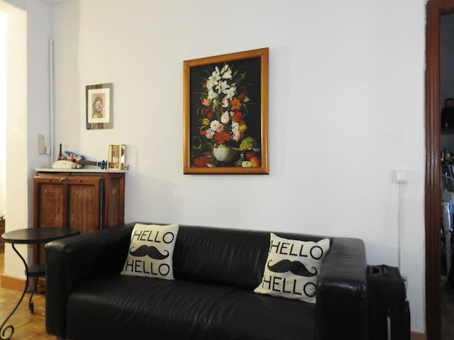 ROOM WITH GOOD STORAGE IN ARGÜELLES - MONCLOA