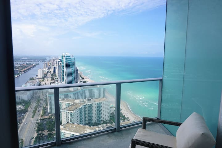 OceanView 1 BR unit at Hyde Resort on 40th floor!