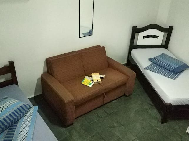 Room Near Brooklin Station and American Consulate