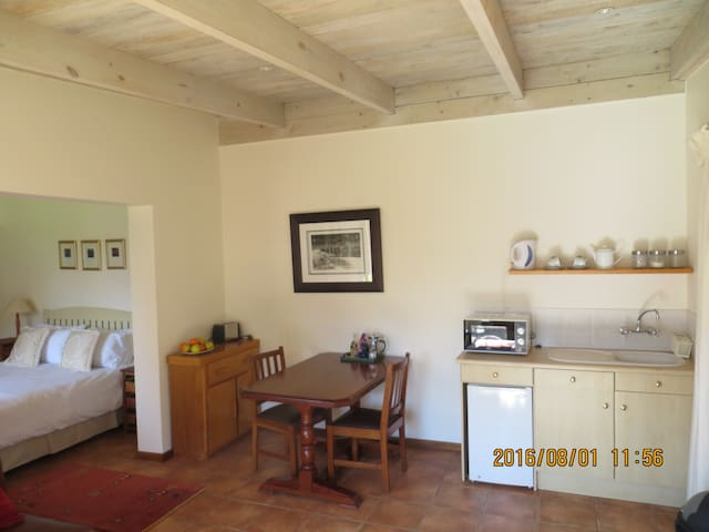 Central Apartment - walk to town! - Hermanus