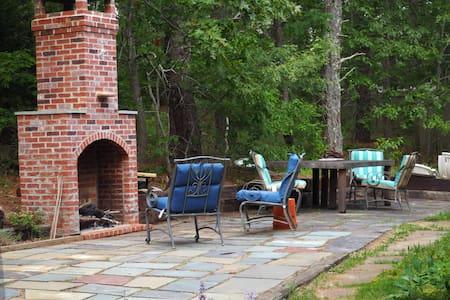 Charming Family Farmhouse Retreat