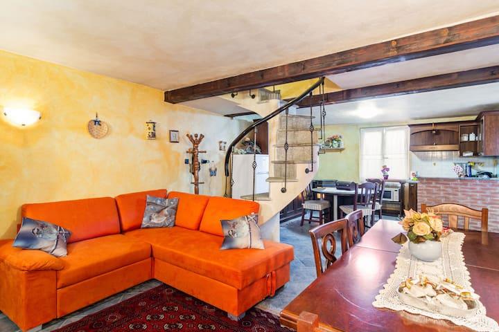 Charmantes Ferienhaus in Serravalle Scrivia mit Outlet Weingarten