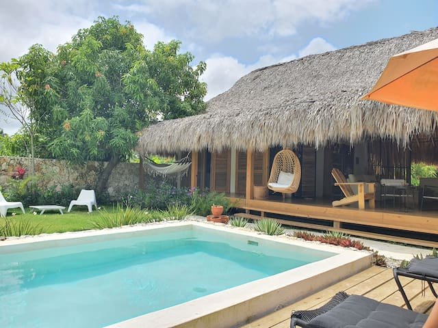 Tropical chic Bungalow with pool near playa Macao