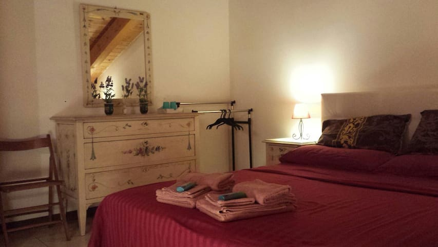 camera matrimoniale con bagno - Isola della Scala - Departamento