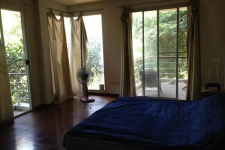 Big garden view room - Bangkok