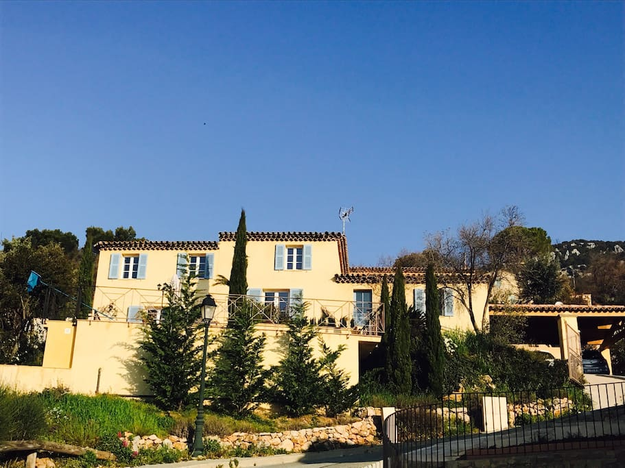 Front view of the house, typical Provence architecture. With private car park for 2 on the right
