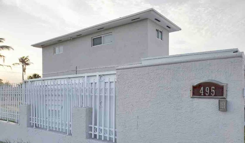 Great 2 BEDROOM SUITE close to MIA airport