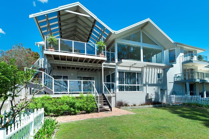 Dutchies Holiday on Dutchmans Bay - Nelson Bay - House